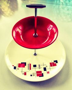 Palissy 'Gay Day' cake stand dating from 1957