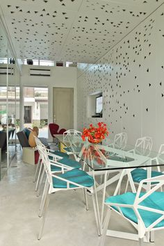 f5c7bb80eaa Burst of Colors  House by Buensalido Architects
