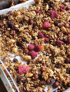 Home made healthy granola Super Healthy Recipes, Healthy Baking, Healthy Snacks, I Love Food, Good Food, Yummy Food, Dairy Free Recipes, Raw Food Recipes, Freezer Recipes
