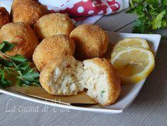 crocchette di pesce al profumo di limone, secondo di pesce facile da fare che piace a grandi e piccini. Crocchette di pesce gustose ottime come antipasto