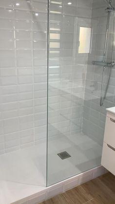 Washroom Design, Simple Bathroom, Modern Bathroom Design, Bathroom Interior Design, Bathroom Ideas, Gray Bathroom Tiles, Grey Modern Bathrooms, White Tile Shower, Small Bathroom With Shower