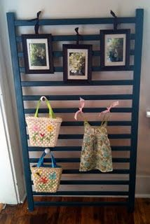 crib rail to display art and stuff/garden trellis! Old Baby Cribs, Old Cribs, Craft Booth Displays, Display Ideas, Booth Ideas, Crib Rail, Craft Show Ideas, Big Girl Rooms, Repurposed Furniture