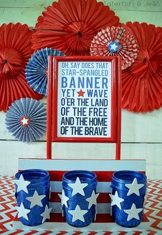 Spray Painted Patriotic Centerpiece and FREE Printables!! All made with @krylonbrand spray paint!! -- Tatertots and Jello