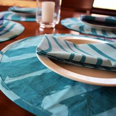 Marimekko quilted round placemats * teal blue placemats * Marimekko napkins * Marimekko placemat and napkin set • blue placemats * round by Plumdacity on Etsy