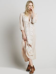 Free People's cute dresses fit every occasion! Shop online for summer dresses, sundresses, casual dresses, white boho maxi dresses & more. Day Dresses, Cute Dresses, Dress Outfits, Casual Dresses, Summer Dresses, Summer Fashions, Event Dresses, Floral Dresses, Boho Dress