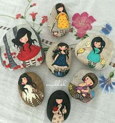Discover thousands of images about super cute Pebble Painting, Pebble Art, Stone Painting, Stone Crafts, Rock Crafts, Rock Painting Designs, Paint Designs, Mery Crismas, Rock And Pebbles