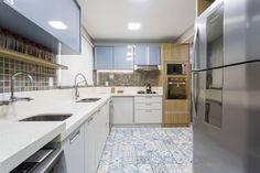 RESIDENCIAL 10: Cozinhas modernas por Apê 102 Arquitetura