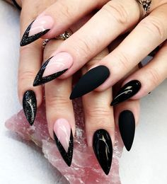 Today we have 16 Trending Nail Art Ideas Picked For You! All of these nail art ideas will inspire oyu and get your creative juices flowin… in 2020 Green Nails, Black Nails, Matte Nails, Acrylic Nails, Matte Black, French Stiletto Nails, French Tip Nails, Black French Nails, Pointy Nails