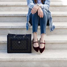 Florencia Secchi showcasing a great outfit: Mia Moltrasio flats, Chanel bag and Mango jacket