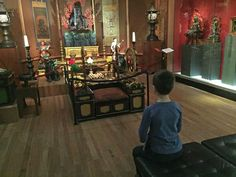 Tijdens een bezoek aan het Wereldmuseum met kinderen maak je in Rotterdam kennis met allerlei culturen. Incl speurtocht en leuke kinderactiviteiten.
