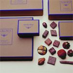 great choco in wonderful package Jean Paul Hevin, Macaron, Food Gifts, I Shop, Goodies, Happiness, Packaging, Moon, Dessert