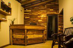 Recepción - Hostal / Recycled wood wall / Vernacular Architecture by Afshin Eighani / El Salvador