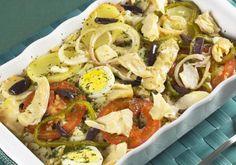 Os pimentões e a batata dão o toque português a esse bacalhau de forno