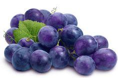 La uva morada es un fruto propio del otoño, por lo que el mes de Marzo (Latinoamerica) y octubre (Europs) brinda la oportunidad de aprovechar todas sus cualidades nutritivas.  Son cualidades que se mantienen en el fruto mejor cuidado, aquel en el que los granos permanecen firmes en el racimo (la caída de alguno es una marca de exceso de madurez).