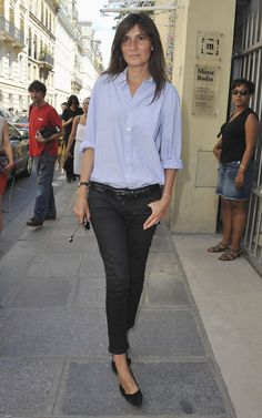 Emmanuelle showed that just because one is editor-in-chief of Vogue Paris, one need not put away the casual jeans and men's shirt look forever.