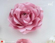 Big Paper Flowers, Paper Flower Decor, Paper Flower Making, Diy Cardstock Flowers, Flower Crafts, Paper Flowers Wall Decor, How To Make Flowers Out Of Paper, Paper Rose Craft, Paper Flower Backdrop Wedding