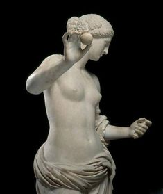 Statue of Aphrodite, known as the Venus of Arles. Hymettus marble, Roman artwork, imperial period (end of the 1st century BC), might be a copy of the Aphrodite of Thespiae by Praxiteles.
