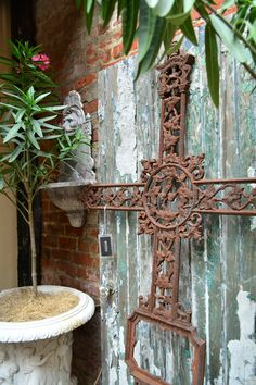 Found Objects/ Furniture: Add personal flare with found objects like vintage furniture and wall art add charm to #FrenchQuarter courtyards.