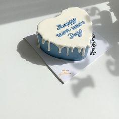 Pretty Birthday Cakes, Pretty Cakes, Beautiful Cakes, Cake For Boyfriend, Simple Cake Designs, Korean Cake, Cake Decorating Piping, Pastel Cakes, Cute Desserts