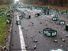 cannettes de bières sur la route