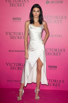 Kendall Jenner in Camilla & Marc Dress Victoria's Secret 2016 Fashion Show After Party in Paris - November 2016 - Tap the LINK now to see all our amazing accessories, that we have found for a fraction of the price Pink Carpet, Red Carpet Dresses, Red Carpet Looks, Satin Dresses, Nice Dresses, Gowns, Kendall Jenner Outfits, Kendall Jenner Estilo, Kendall Jenner White Dress