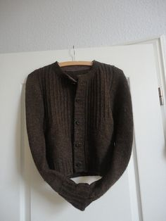 Ravelry: diegertrudenlinde's Toni goes to town - a lovely version of deco.  love the lining of the sweater with a softer wool on the inside of the collar, buttonbands and pockets.  smart!