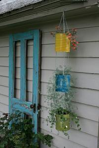 Tin can vertical garden.or just tin can planters! Garden Crafts, Garden Projects, Diy Crafts, Diy Projects, Tin Can Crafts, Coffee Can Crafts, Yard Art Crafts, Homemade Crafts, Vertical Gardens