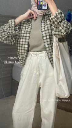 Teen Fashion Outfits, Retro Outfits, Korean Outfits, Girl Outfits, Street Hijab Fashion, Modern Hijab Fashion, Muslim Fashion, Casual Hijab Outfit, Cute Casual Outfits