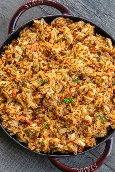 Braised cabbage with rice is a filling dish that is made all in one pan. It makes for a perfectly healthy lunch or dinner and it reheats amazingly. Cabbage Soup Recipes, Rice Recipes, Dinner Recipes, Dinner Ideas, Chicken Recipes, Meal Recipes, Cheese Recipes, Shrimp Recipes, Recipes