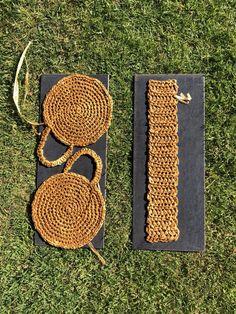 A DIY round raffia box bag – Self Assembly Required – Handwerk und Basteln Crochet Round, Diy Crochet, Crochet Hooks, Crochet Handbags, Crochet Purses, Crochet Bags, Knitted Bags, Box Bag, Hemp Yarn