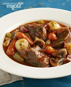 Serving up savoury, homemade comfort food is easy with these beef stew recipes. Stove-top or slow cooker beef stew recipes offer plenty of options for stirring up some hearty goodness in a bowl. Crock Pot Slow Cooker, Crock Pot Cooking, Slow Cooker Recipes, Beef Recipes, Soup Recipes, Cooking Recipes, Quiche Recipes, What's Cooking, Yummy Recipes