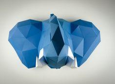Artes com papeis recriam troféus em formas geométricas