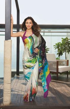 OMG: Shahrukh Khan's Wife Gauri Khan Looks adorable… Saree Blouse Neck Designs, Blouse Designs, Bollywood Stars, Indian Dresses, Indian Outfits, Satya Paul Sarees, Bodycon Outfits, Simple Sarees, Stylish Sarees