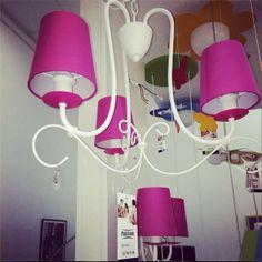 Egy rózsaszín csillár hercegnőknek :) Ceiling, Chandelier, Lamp, Decor, Home, Pink, Home Decor, Ceiling Lights
