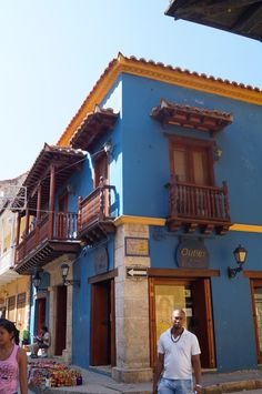Colonial house at Cartagena de Indias (Colombia) Santa Marta, Colonial, House Ideas, Cabin, Windows, Doors, Country, House Styles, Places