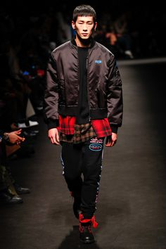 The complete Marcelo Burlon County of Milan Fall 2018 Menswear fashion show now on Vogue Runway.
