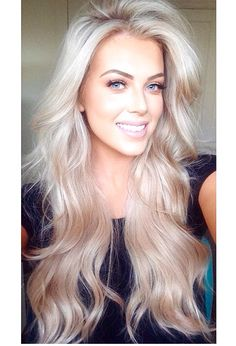 The shades of blond are different and everyone can find a nice variant for oneself. You can make blonde hair honey, copper, platinum, silver, gold etc. The blond ash color is very good for. Pretty Hairstyles, Everyday Hairstyles, Hairstyles 2018, Gray Hairstyles, Bouffant Hairstyles, Wedge Hairstyles, Brunette Hairstyles, Latest Hairstyles, Wedding Hairstyles