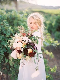 lush and large organic bouquets - photo by Kara Miller http://ruffledblog.com/organic-romantic-wedding-inspiration