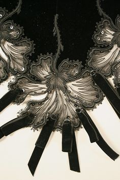 Dress, detail; French ca 1901; silk