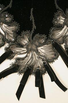 Dress, detail; French ca 1901; silk