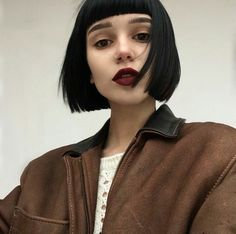 15 Dark Bob Hairstyles for Women 2019 Bob hair cuts are powerful and can turn your look into something too flat to sooo glam. Short Grunge Hair, Short Dark Hair, Short Hair With Bangs, Haircuts With Bangs, Hairstyles With Bangs, Short Hair Cuts, Short Hair Styles, Grunge Bob, Dark Hair Bangs