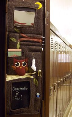 Every student needs a school locker door organizer. Make this felt locker caddy for a lightweight project that can easily adapt for other purposes. As a school locker organizer, this free sewing project will help keep everything in its place. School Locker Organization, Diy Organization, Organizing, Diy Storage, Middle School Lockers, Back To School, School Stuff, Diy Locker, Locker Ideas