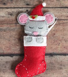 Make Your Own Felt Christmas Tree! Beaded Christmas Ornaments, Felt Ornaments, Handmade Christmas, Christmas Stockings, Christmas Diy, Diy Baby Socks, New Year's Crafts, Sewing Crafts, Felt Decorations