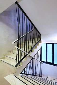 Contemporary metal stair railings interior stairs railings design modern staircase railing wooden stair railings interior home interior decor parties Modern Staircase Railing, Interior Stair Railing, Modern Stair Railing, Stair Railing Design, Home Stairs Design, Metal Stairs, Stair Handrail, Modern Stairs, Painted Stairs
