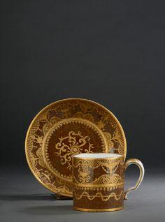 #Sevres# - Gobelet litron et sa soucoupe Lettre-date GG pour 1784, et marque de peintre P.H. pour Philippine. Vendu 3500€ le 14 novembre 2014