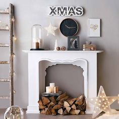 Build fireplace console for Christmas itself - Home Accessories, Fireplace Console, Fake Fireplace, Fireplace Surrounds, Fireplace Design, Christmas Fireplace, Fireplace Ideas, Faux Fireplace Diy Cardboard, Faux Stone Electric Fireplace, Mantel Mirrors