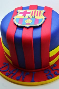 Need a birthday cake for a party in Brussels? Need a corporate cake? We will design your cake with pleasure. Call us on 483 69 09 63 to book your cake. Soccer Birthday Cakes, Soccer Cake, Soccer Party, Bolo Do Barcelona, Barcelona Party, Fcb Barcelona, Happy 15th Birthday, Shirt Cake, Salted Caramel Cheesecake