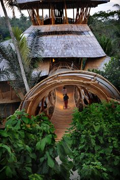 Can I live here please - A eco bamboo Tree House in Bali designed and hand-constructed by Elora Hardy . for Sumant and Myriam Sharma and their four daughters .Six stories, constructed (almost) entirely from bamboo treated with natural salt solution. Bamboo Architecture, Amazing Architecture, Architecture Design, Innovative Architecture, Bali House, Bamboo House Bali, Bamboo Palace, Bamboo Structure, Bamboo Construction