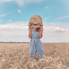 Inspiration Photography Poses Women, Summer Photography, Creative Photography, Lifestyle Photography, Portrait Photography, Cute Poses For Pictures, Picture Poses, Photo Poses, Foto Baby