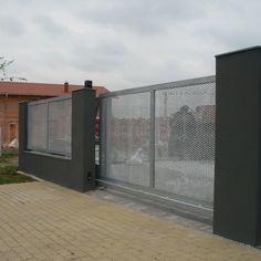 Plot z tahokovu - realizace Mladá Boleslav House Main Gates Design, Door Gate Design, House Front Design, Iron Doors, Backyard Projects, Facade, Pergola, Sweet Home, Gardens